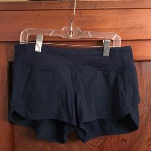 Lululemon deep blue short sz 4 has liner